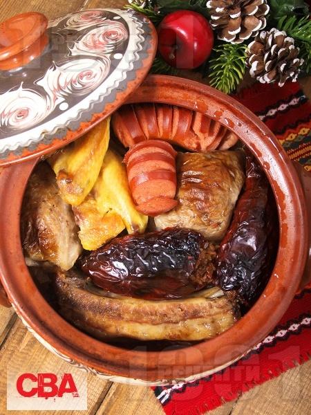 Коледна капама със свинско, пиле и наденица - снимка на рецептата
